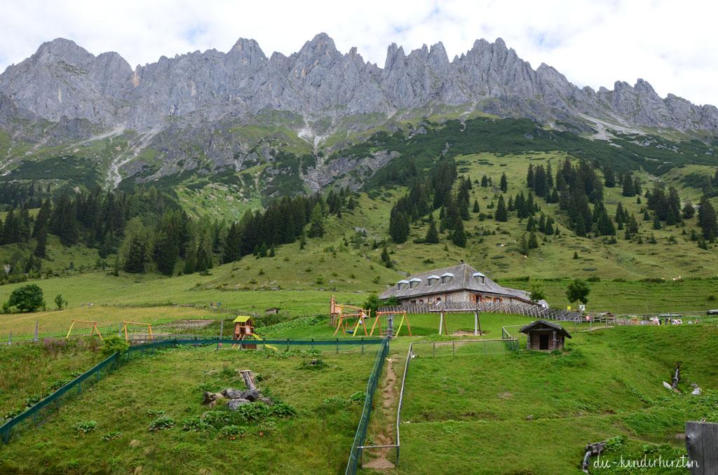 Arthurhaus Fernweh Reisen Österreich Sennerei Schweizerhütte vor Mandlwand