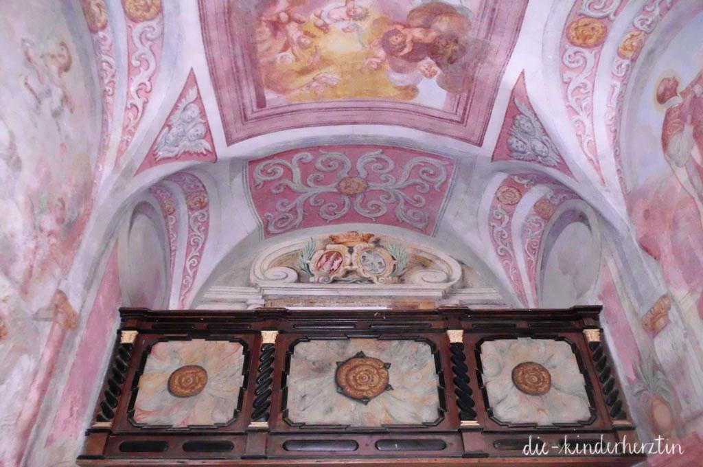 Bled Fernweh Reisen mit Kindern Slowenien Marienkirche Innenansicht Deckenmalerei
