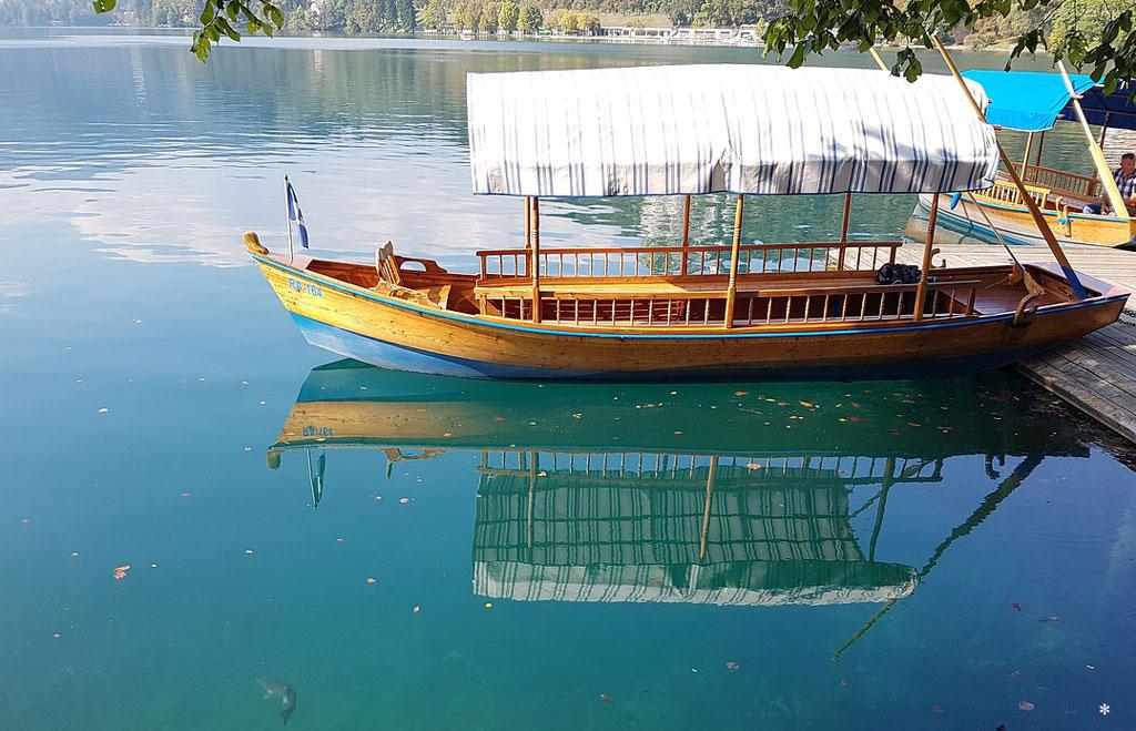 Bled Fernweh Reisen mit Kindern Slowenien Bleder See Holzboot Pletna