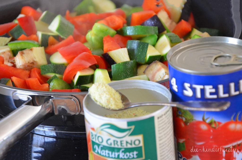 Ratatouille Gemüse Gemüsebrühe und Tomaten