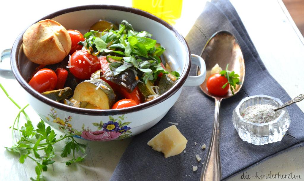 Ratatouille Rezepte fertig mit Parmesan und Brot