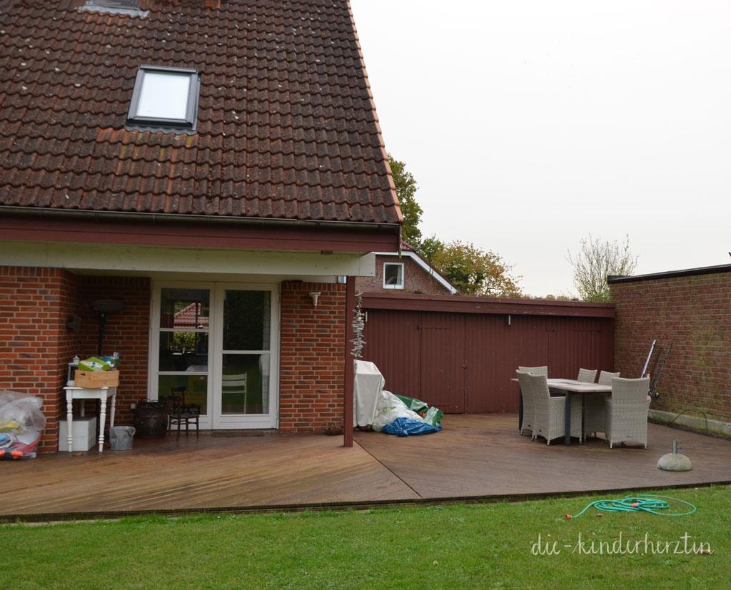 Haus und Terrasse vor Beginn der Baustelle die-kinderherztin baut um