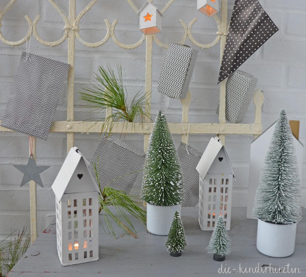 Weihnachten 2017 Adventskalender Deko Kerzenhäuser und Tannenbäumchen die-kinderherztin
