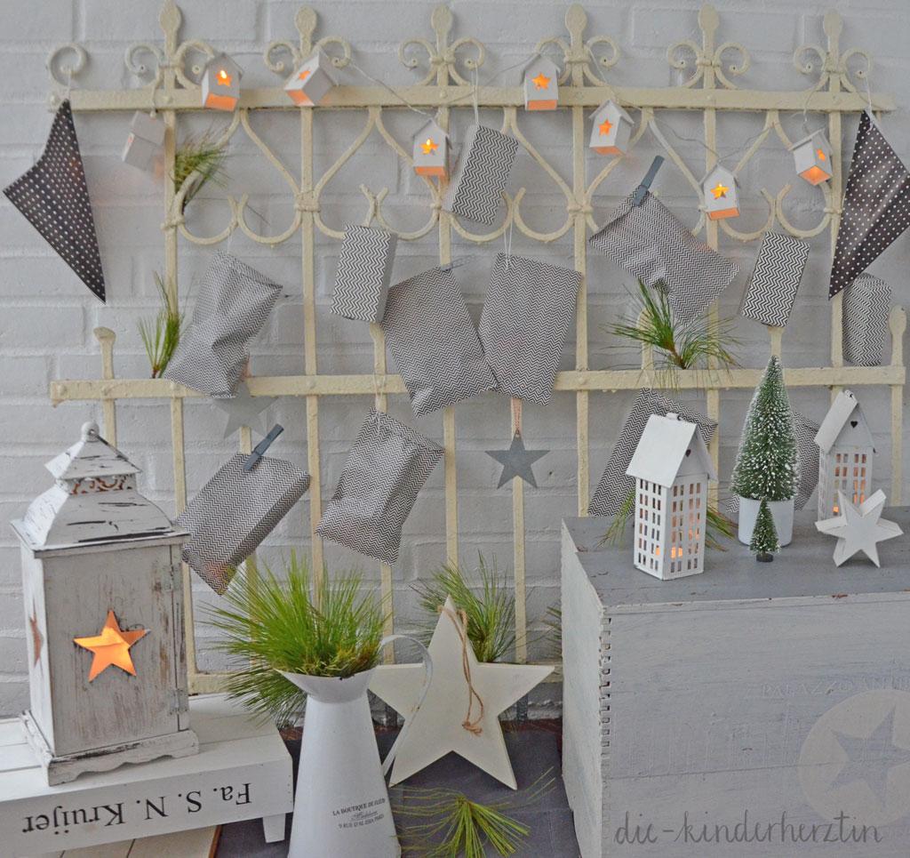 Weihnachten 2017 Adventskalender Deko Sterne Kerzenhäuser Tannenbäumchen die-kinderherztin