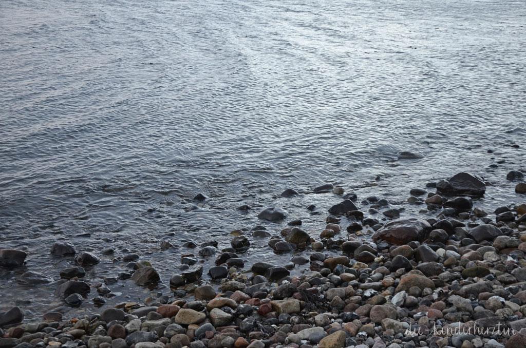 Fernweh Ostseemomente die-kinderherztin am Meer Steine Wellen