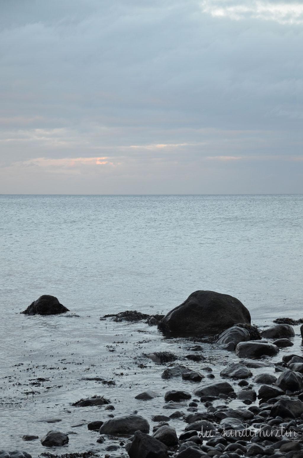 Fernweh Ostseemomente die-kinderherztin am Meer Steine Himmel