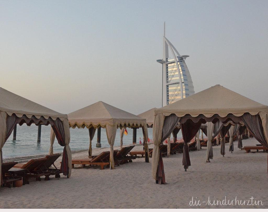 Dubai Dar al Masyaf Unterkunft Außenbereich Strand Pavillions Burj al Arab