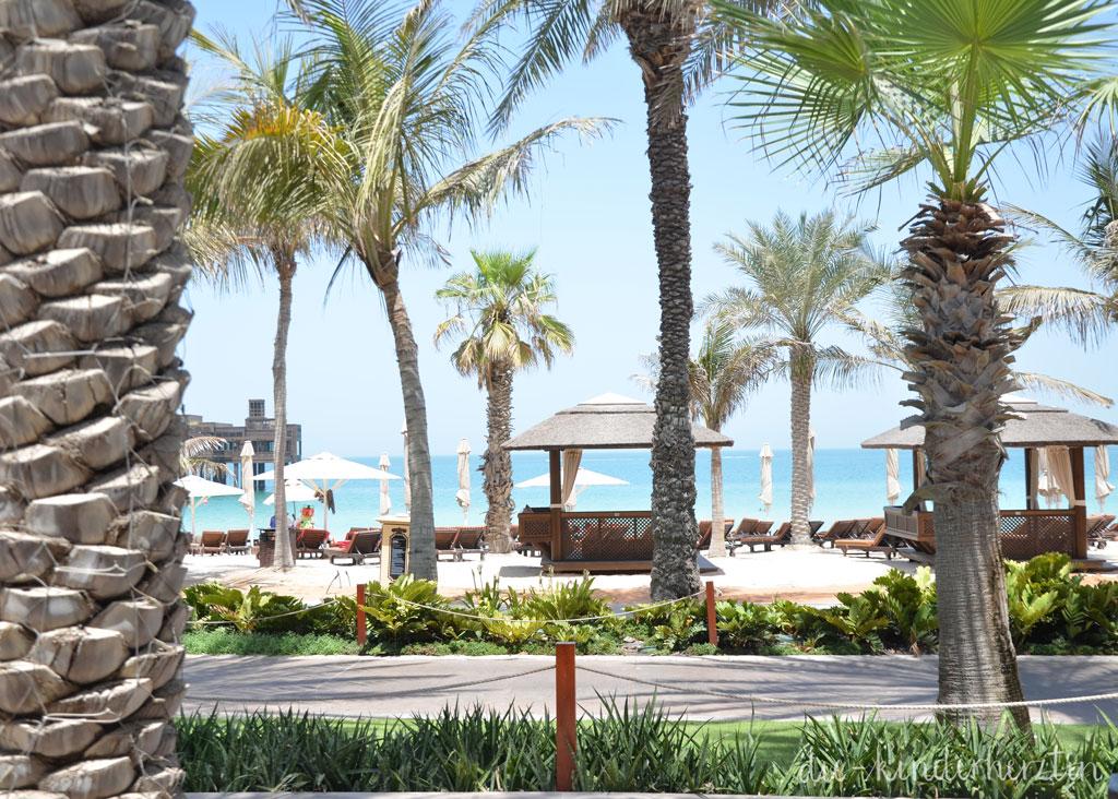 Dubai Dar al Masyaf Unterkunft Außenbereich Blick auf den Strand