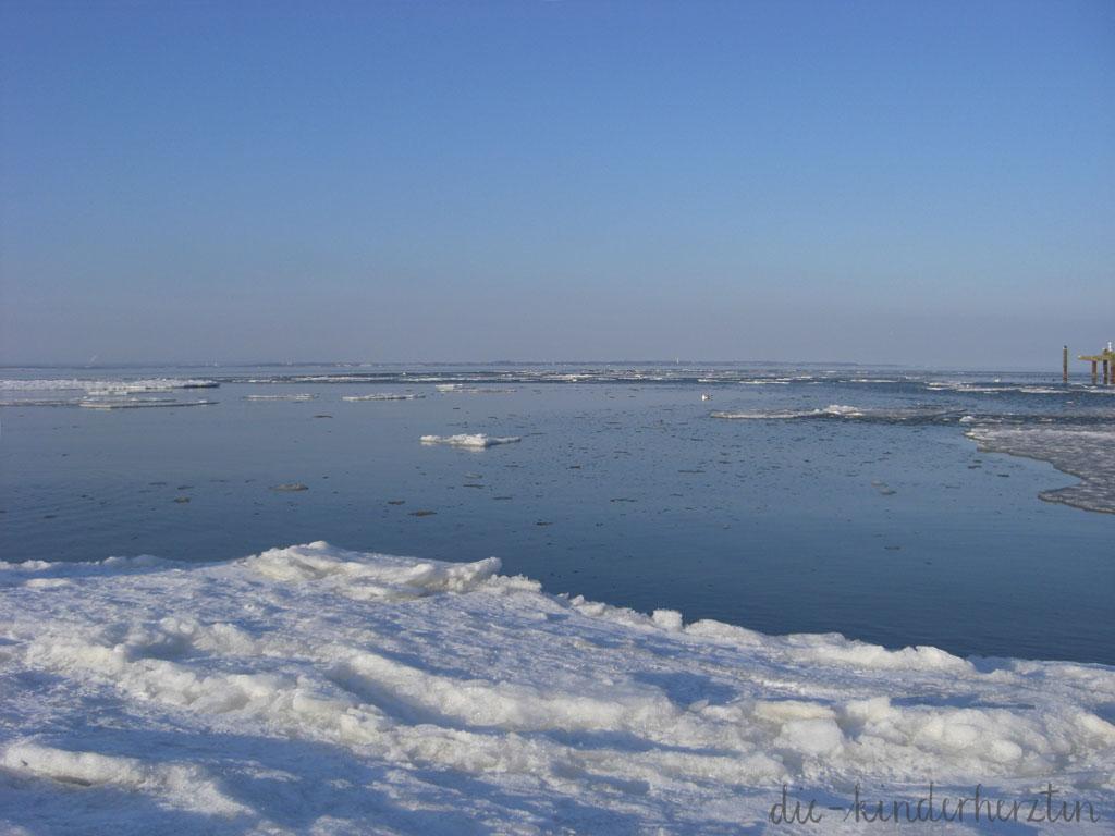 Ostsee Winter Traum Eisschollen am Meer