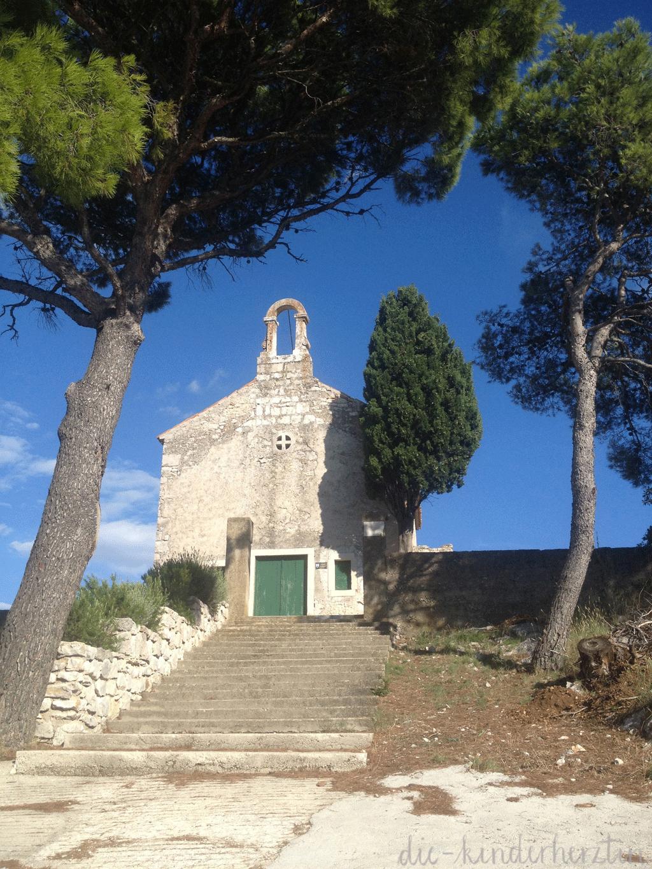 Kroatien alte Kirche von Tisno