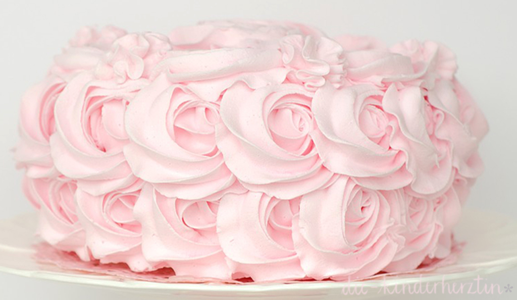 Windel-Torte die-kinderherztin Torte aus rosa Zuckergussblumen