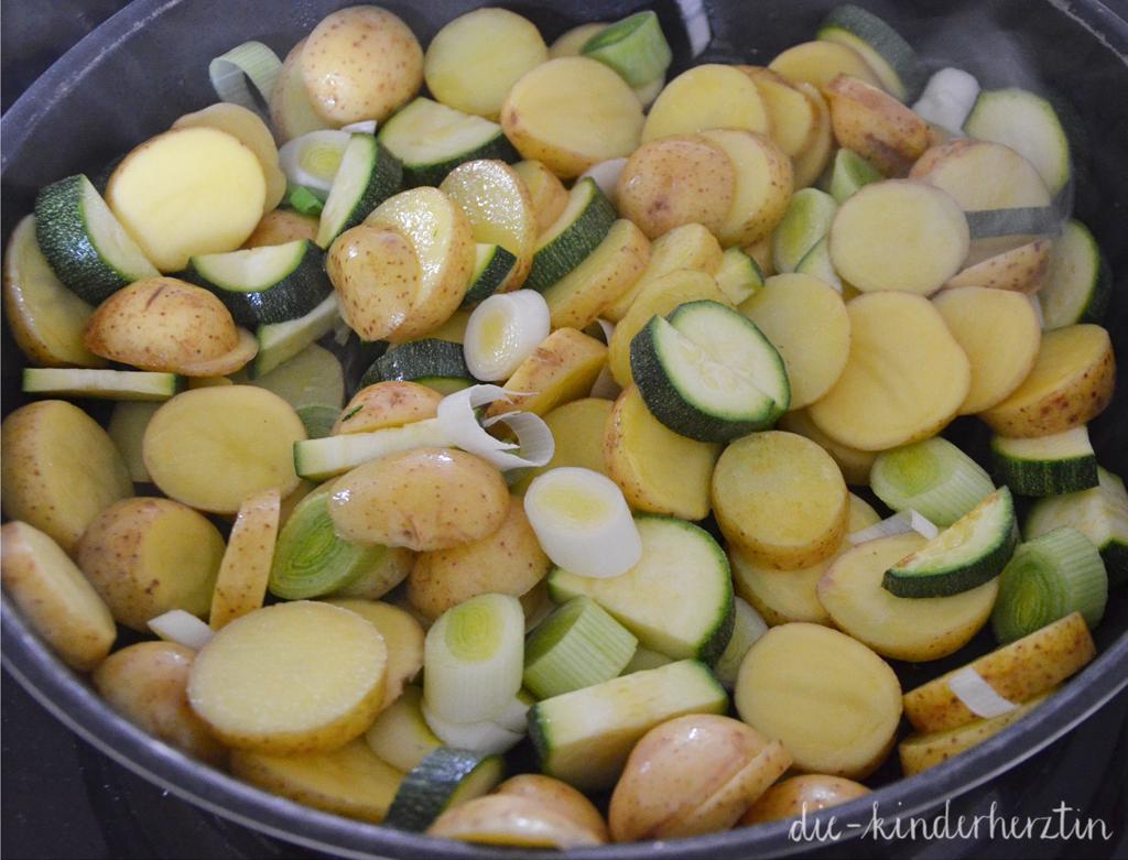 Hühnchen-Gemüse-Eintopf: Zubereitung: Gemüse anbraten