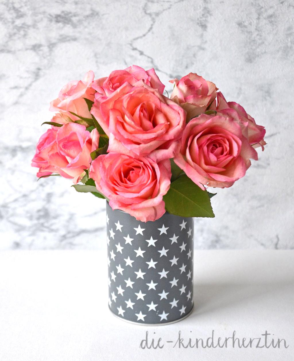 Wenn-Box Inhalt Rosen in Sterne-Behälter